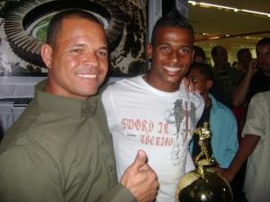Com Léo melhor atacante do ano artilheiro da Copa integração e Campeonato mineiro 2009 então no America mineiro hoje no Atlético Paranaense