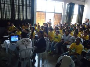 Público presente alunos do PEAS e autoridades locais